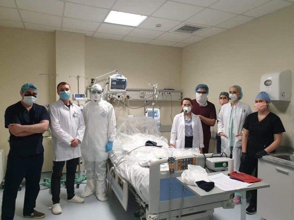 Medicii și farmaciștii  rezidenți, studenții din învăţământul superior şi profesional tehnic antrenați în combaterea infecției COVID–19, vor beneficia de burse