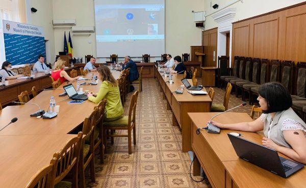 """Viorica Dumbrăveanu: """"Începând de astăzi salariile lucrătorilor medicali vor fi majorate cu 30 %. Specialiștii din cadrul  MSMPS și CNAM vor oferi tot suportul conducătorilor instituțiilor medicale în realizarea acestui proces"""