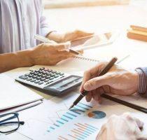 Salariul mediu lunar pe economie, prognozat pentru anul 2021, va constitui 8716 lei