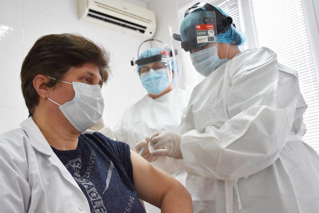 Vaccinarea împotriva COVID-19  va proteja oamenii de infectare, spitalizare și cazuri severe de boală