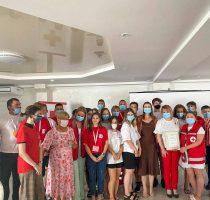Voluntarii de la Crucea Roșie au informat cetățenii din mai multe regiuni ale țării despre importanța vaccinării împotriva COVID-19